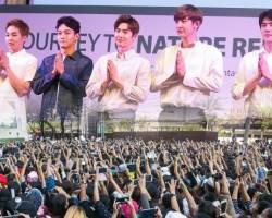 ห้างแตก! ติ่ง EXO บุกเซ็นทรัลลาดพร้าว ทุ่มเงินแสนลุ้นขึ้นรับลายเซ็น!